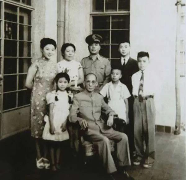 龙云和家人在北京合影
