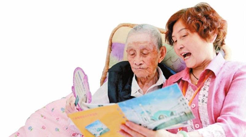 关爱抗战老兵志愿者周德蓉:我为老兵服务是在尽孝