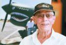 """""""飞虎队""""百岁老兵驾机重上蓝天 哈里·莫耶说他仍然每周飞行"""