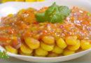 哈尼黑妹: 土豆泥制作金色年糕,再配上自制番茄酸辣酱